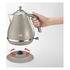 De'Longhi Elements Kettle - Beige: Image 2