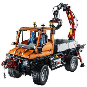 LEGO Technic: Mercedes-Benz Unimog U 400 (8110)