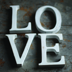 Nkuku Distressed Mango Wood Letters - Distressed White - R (15cm)