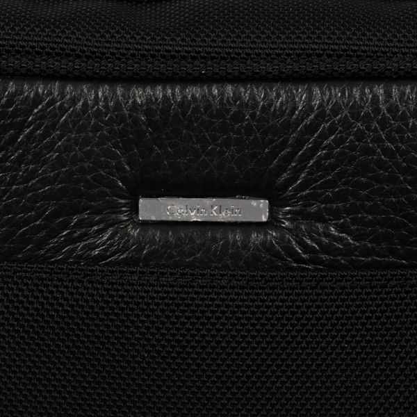 Calvin Klein Men s Luca Pebble Leather Washbag - Black  Image 3 250835f6268ad