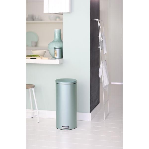 brabantia 30 litre pedal bin motioncontrol metallic. Black Bedroom Furniture Sets. Home Design Ideas