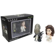 Titans Alien Ripley and Xenomorph 3 Inch Mini Figure 2-Pack