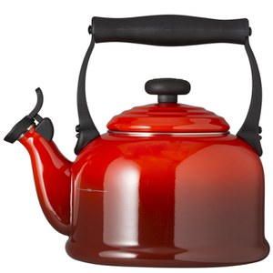 Le Creuset Traditional Kettle with Whistle - Cerise