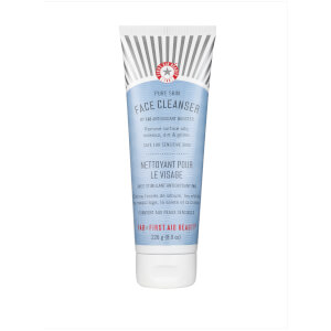 Limpiador facial First Aid Beauty - tamaño grande (con un valor de 30.49€) - 226g