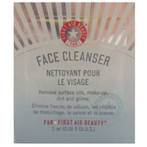 First Aid Beauty Face Cleanser 2ml (Free Gift)