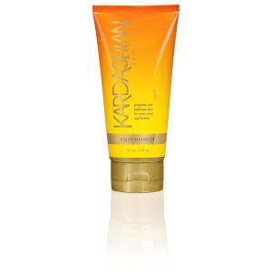 Kardashian Glow Sun Kissed Colour Maximizer 177ml - Step 1