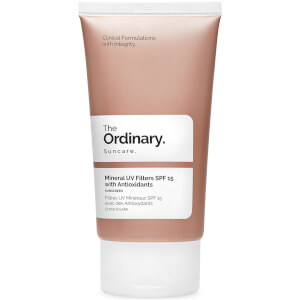 Protector solar Mineral UV Filters con FPS 15 de The Ordinary con antioxidantes.
