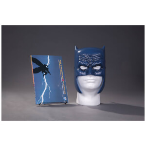 DC Comics - Batman Dark Knight Returns Book & Mask Set