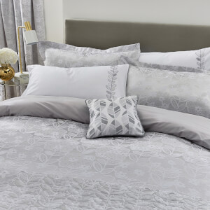 Helena Springfield Petal Bedspread - White