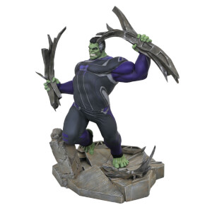 Diamond Select Marvel Gallery Avengers Tracksuit Hulk DLX PVC Figure