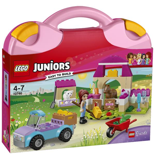 LEGO Juniors: Mia's Farm Suitcase (10746)