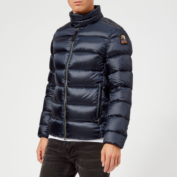 Parajumpers is a line of practical, high-tech outerwear created in 2005 by designer Massimo Rossetti. Doudoune Parajumpers Homme Parajumpers Kodiak Homme ...