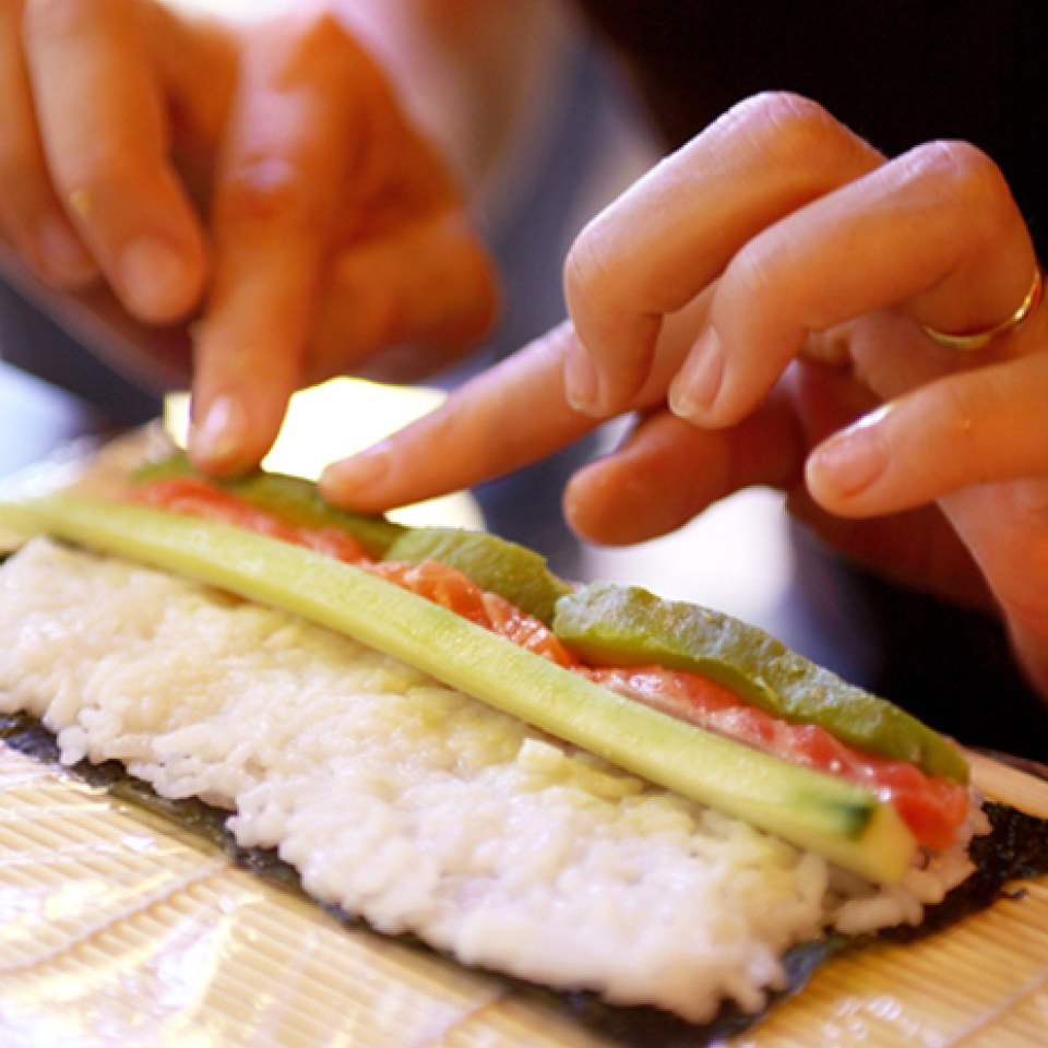 sushi making with yo sushi for two sowia. Black Bedroom Furniture Sets. Home Design Ideas