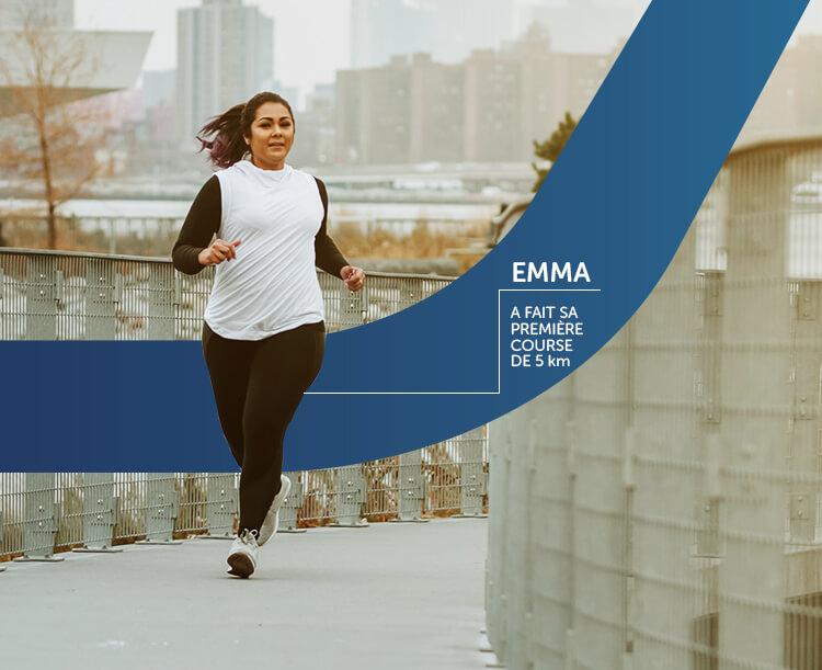Image d'une femme qui court son premier marathon de 5 km