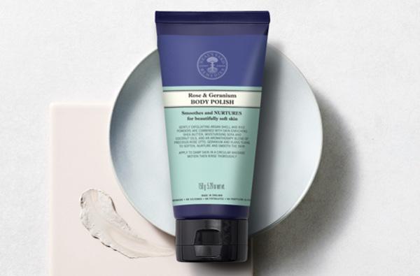 Body polishes, scrubs & powders