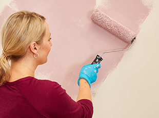 How to paint walls and ceilings