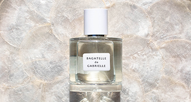 Omorovicza fragrance with flowers