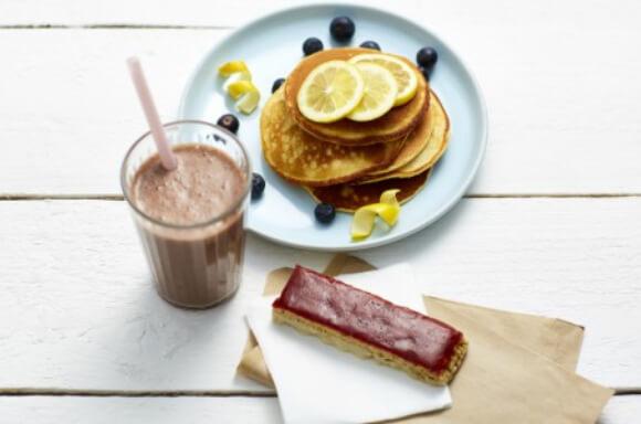 Batido de Chocolate, barritas de mermelada de fresa y yogurt y tortitas de limón de la Dieta Exante