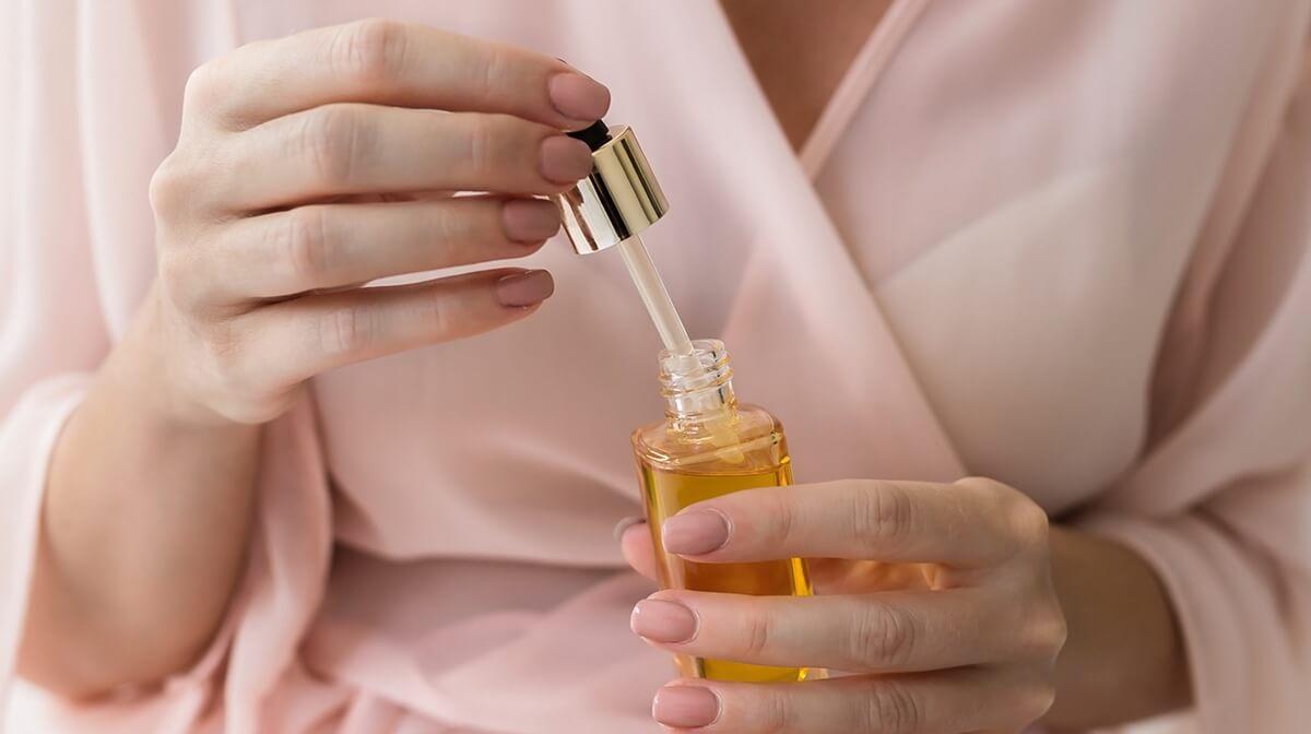 Die 10 besten Retinolseren für deine Haut