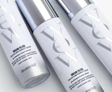 Breakthrough pre-shampoo spray treatment instantly removes metals and minerals that dull, darken and distort your hair colour. Removes imperfections for picture-perfect colour!